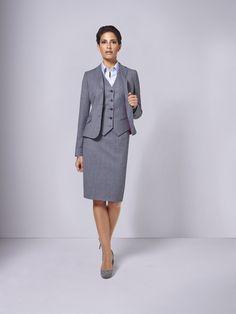 Ein Kostüm – der Inbegriff des Ladylooks – gilt als eleganter und femininer als jeder Hosenanzug und mindestens eine Kombination gehört in den Kleiderschrank einer jeden DOLZER Lady.  Wählen Sie für mehr Abwechslung eine Weste passend zum Kostüm und kombinieren Sie nach Herzenslust.