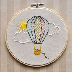 Hot Air Balloon Embroidery Hoop Wall Ornament Heißluftballon Stickrahmen Wand by LittleLDesignsShop on Etsy Embroidery Stitches Tutorial, Embroidery Flowers Pattern, Simple Embroidery, Hand Embroidery Stitches, Crewel Embroidery, Embroidery Hoop Art, Hand Embroidery Designs, Embroidery Ideas, Machine Embroidery