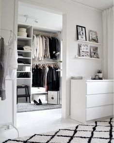 We love to be inspired by creative closets that make us dream about an amazing wardrobe. So we went on Instagram and searched for the coolest closets in our favorite combo, black&white, that will help