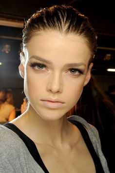 The best tip we heard today, from celeb make up artist Pat McGrath: Skip mascara on the lower lashes if you want to create the appearance of bigger eyes. Beauty Make-up, Beauty Full, Beauty Hacks, Hair Beauty, Beauty Crush, True Beauty, Nude Makeup, Nude Lip, Hair Makeup