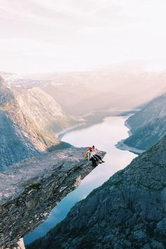 A country I've wanted to visit for years now ever since I saw a photo on Instagram ofTrolltunga that instantly grabbed my attention. That moment I immeditaly set it in my head that I was goi…
