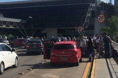 Fila para despacho de bagagens invade área externa do Aeroporto de Brasília - http://noticiasembrasilia.com.br/noticias-distrito-federal-cidade-brasilia/2015/12/25/fila-para-despacho-de-bagagens-invade-area-externa-do-aeroporto-de-brasilia/