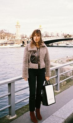 Jeanne Damas Off Duty Street Style Inspiration Jeanne Damas, Fashion Week, Winter Fashion, Girl Fashion, Womens Fashion, Fashion Trends, Net Fashion, Lifestyle Fashion, Fashion Outfits