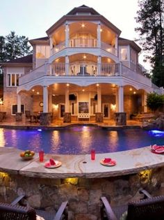 Awesome pool and backyard built in eating surround!!!