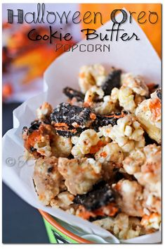 halloween-oreo-popcorn, Halloween Oreo Cookie Butter Popcorn via @Gina @ Kleinworth & Co. Halloween Desserts, Halloween Oreos, Halloween Popcorn, Halloween Treats For Kids, Halloween Party, Halloween Crafts, Halloween Tricks, Women Halloween, Halloween Stuff