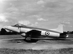 Supermarine ATTACKER >>> notice the absence of a nose-wheel and instead a tail-wheel on a jet-fighter! Military Jets, Military Aircraft, Fighter Aircraft, Fighter Jets, Experimental Aircraft, Navy Aircraft, Aircraft Design, Red Army, Royal Navy