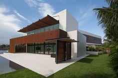 """Ačkoliv podstata domu je jednoduchý kvádr, zvenku doplňeno o zajímavé prvky zaclonění, """"tvarovanosti"""""""