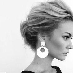 Coiffure cheveux attachés. #coiffure2017 #Modele2017
