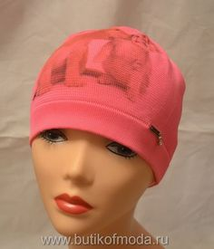 шапка кораллового цвета