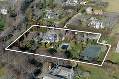 Tour Grey Gardens, Ben Bradlee's Famous Summer Home - Celebrity Real Estate - Curbed Hamptons Grey Gardens House, Gray Gardens, Lily Pond, Summer Photos, Historical Pictures, Garden S, Beach Cottages, Pictures Images, Home