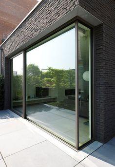 Sapa Building Systems lanceert een update van zijn schuifdeursysteem met driedubbel glas: de Confort 130 (met één of twee rails).