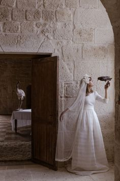 Robe de mariee sur mesure dos nu Victoire Vermuelen modele Cigogne l La Fiancee du Panda blog mariage-1