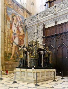 Sepulcro de Cristóbal Colón en la catedral de Sevilla, Andalucía. Photo by fuenterrebollo.