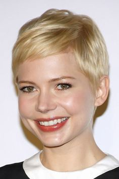 Williams hair: The blonde crop Michelle Williams you've got us cute on your crop!Michelle Williams you've got us cute on your crop! Very Short Hair, Short Hair Cuts, Short Hair Styles, Blonde Hair Shades, Ash Blonde Hair, New Hair Do, Great Hair, Michelle Williams Pixie, Blonde Pixie Cuts
