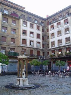 Plaza del escritor y filósofo bilbaino Miguel de Unamuno