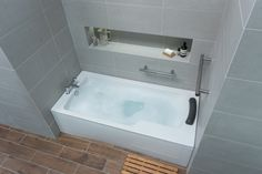 Ideal Standard adds new accessible bath to Concept Freedom Range