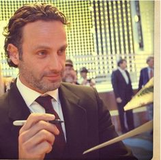Image discovered by Gal Gadot. Find images and videos about sexy, celebrity and andrew lincoln on We Heart It - the app to get lost in what you love. Rick Grimes, Rick And Michonne, Andrew Lincoln, Ricky Dicky, The Walking Dead 2, Stuff And Thangs, Family Album, Daryl Dixon, Interesting Faces