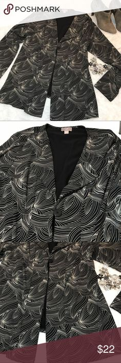 """J.Jill Women's long sleeve Cardigan Beautiful women's 1 Button Cardigan long sleeve. Black/White size Large. Pit to pit 21"""" pit to hem 17.5"""". Rayon and Spandex material.  No flaws excellent condition. J. Jill Sweaters Cardigans"""