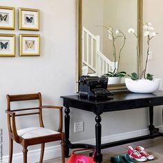 Beautiful hallway! #welovewestwing #getinspired #interiordesign #instahome #design #interiorlover #detailscount #homestyling #homedecor #styleyourhomewithus #roomforinspo #interiorforyou #interior2you #dailyinspiration #design4you #decoration