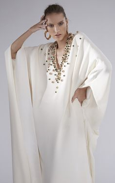 Get inspired and discover The Modern Caftan Collection trunkshow! Shop the latest The Modern Caftan Collection collection at Moda Operandi. Abaya Fashion, Kimono Fashion, Love Fashion, Fashion Dresses, Fashion Design, Kaftan Pattern, Boho Kimono, Caftan Dress, Models