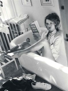 Kate Moss reading in bathtub, Sante D'Orazio