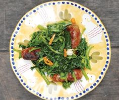 David Rocco's Pork Sausage With Rapini Recipe : Simple and delicious How To Cook Sausage, Hot Sausage, Bitter Greens, Delicious Dinner Recipes, Yummy Recipes, Recipies, Vegetarian Recipes, Cooking Recipes, Cooking Together
