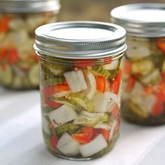 This colorful and crisp pickled vegetable recipe is so easy to make and requires no complicated canning procedure. Healthy Life, Healthy Snacks, Healthy Eating, Healthy Recipes, Pickled Vegetables Recipe, Pickling Vegetables, Veggies, Mixed Vegetables, Easy Vegetable Recipes