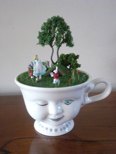 ♠ Alice in Wonderland Alice In Wonderland Theme, Adventures In Wonderland, Cup Crafts, Diy And Crafts, Miniature Fairy Gardens, Miniature Houses, Mad Hatter Tea, Through The Looking Glass, Oeuvre D'art