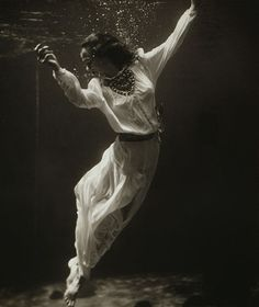 Toni Frissell, Fashion model underwater in dolphin tank, Marineland, Florida