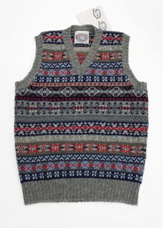 Jamieson'sジャミーソンズVネックベスト・グレイレッドネイビー Tweed Run, Fair Isle Pattern, Fair Isle Knitting, Classic Outfits, Wool Sweaters, Knitwear, Men Sweater, Mens Fashion, My Style