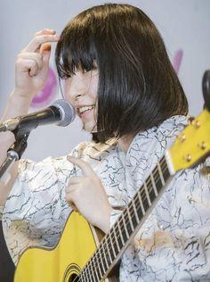Guitar Girl, Real People, Japanese Girl, Short Hair Styles, Instruments, Kawaii, Singer, Band, Music