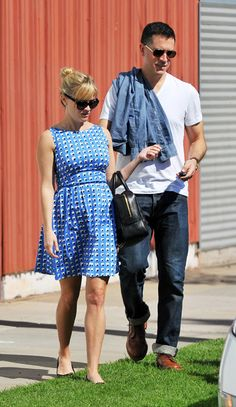 Pregnant Reese Witherspoon!  So cute