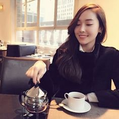 Tea time ☕️with the queen👑 Jessica & Krystal, Krystal Jung, Jessica Jung, Seohyun, Snsd, Exo Red Velvet, Bts Girl, Ice Princess, American Singers