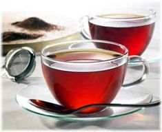 Red tea is obtained from the rooibos plant which is native to South Africa. This plant is a legume and its leaves are processed so as to obtain red tea. Rooibos Tea Health Benefits, Tea Benefits, Te Rojo Pu Erh, Red Rooibos Tea, Oolong Tea, Fat Burning Tea, Best Herbal Tea, Herbal Teas, Theo Rossi