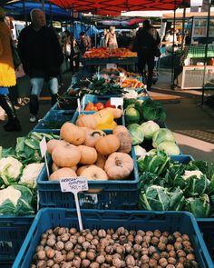 Farmářské trhy v Praze opravdu stojí za návštěvu! Kde to za to stojí a co tam koupíte najdete tady. Tam musíte jít a vyzkoušet. Stuffed Mushrooms, Vegetables, Food, Stuff Mushrooms, Essen, Vegetable Recipes, Meals, Yemek, Veggies