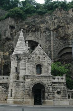 church in the Rock, Gellèrt hegy, Budapest. Places To Travel, Places To See, Places Around The World, Around The Worlds, Capital Of Hungary, Monuments, Budapest Travel, Hungary Travel, Famous Places