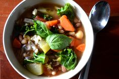 Chunky Bean & Veggie Soup with Thyme, Oregano & Basil Organic Garlic, Chili Soup, Veggie Soup, Vegan Recipes, Vegan Food, Organic Vegetables, Kale, Cabbage, Vegane Rezepte