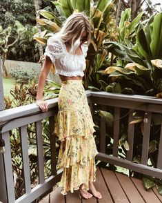 Bohemian style setup, hippie fashion ideas Maxi Skirt Boho, Boho Skirts, Lace Skirt, Fashion Now, Boho Fashion, Autumn Fashion, Edgy Bohemian, Boho Chic, Gypsy Style
