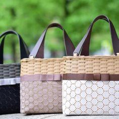 sac de ruban ナチュラル系(モカ) Quilted Bag, Handicraft, Louis Vuitton Damier, Diy And Crafts, Weaving, Quilts, Bags, Creema, Baskets