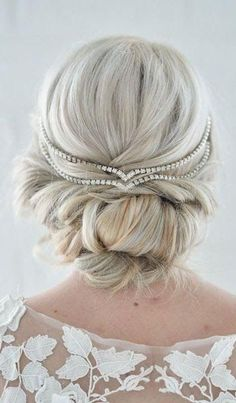 How pretty is this up do?! These wedding day hairstyles ideas are too pretty to pass up!