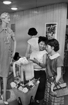 Japan 1958 by Marc Riboud Marc Riboud, Yayoi Era, Vintage Photographs, Vintage Photos, Showa Era, Showa Period, Tokyo Night, Ghost In The Machine, Japan Photo