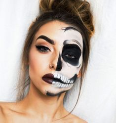 Are you looking for inspiration for your Halloween make-up? Browse around this site for unique Halloween makeup looks. Half Skeleton Makeup, Skeleton Makeup Tutorial, Halloween Skeleton Makeup, Half Skull Makeup, Half Face Makeup, Unique Halloween Makeup, Halloween Makeup Looks, Sugar Skull Makeup Tutorial, Skeleton Face Paint