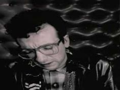 0163. Elvis Costello and The Attractions | I Wanna Be Loved - 1001 Videoclips