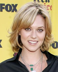 Hilarie Burton Curled Out Bob - Short Hairstyles Lookbook - StyleBistro