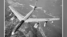 photos of bomber. Us Military Aircraft, Military Jets, Military Weapons, Air Force Pictures, Us Bombers, Strategic Air Command, Airplane Art, Military Pictures, Vintage Airplanes