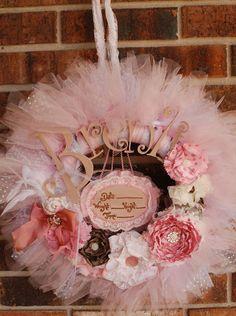The Gracynn II Wreath Announcement Sign by pickypickypeacock Tulle Wreath, Diy Wreath, Hospital Door Baby, Baby Door Wreaths, Baby Name Letters, Baby Door Hangers, Ideas Hogar, Baby Shower, Baby Crafts