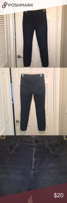 NYDj Dark Slimming Skinny Jeans Lift and tuck technology! Made in the USA Dark Slimming Skinny  jeggings. Designed to look good on everyone. 40in total length inseam 29in leg opening 6in, 15in across the top of the waist. NYDJ Jeans Skinny