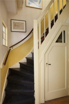 Zo gaaf, de trapkast/ voorraadkast. Details trap jaren '30 Gouda - Foto's [funda]