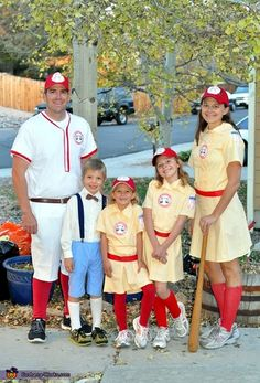 Lisa: Who doesn't love the movie A League of Their Own? I saw a woman in a Rockford Peach costume 5 years ago and fell in love, until I looked them. Halloween Town, Halloween Costume Contest, Family Halloween Costumes, Holidays Halloween, Halloween Ideas, Costume Ideas, Baseball Costumes, Baseball Memes, Cubs Baseball