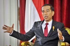 Presiden Jokowi menjawab pertanyaan wartawan seusai memberikan kuliah umum pada pendidikan Akademi Bela Negara Partai Nasdem di Jakarta, Minggu (16/7) JAKARTA ,16 Jul 2017-Presiden Joko Widodo memb…